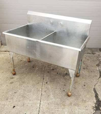 Photo 2 Well Sink 2 Compartment Sink Restaurant Stainless Steel Commercial - $600 (Mishawaka)