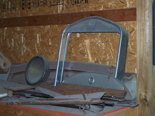 Photo 3926 - 3927 Ford Model T Grill Shell (Westville)