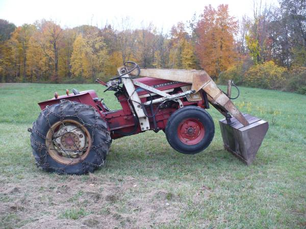 Photo 454 INTERNATIONAL LOADER TRACTOR WITH CHAINS  540 AND 1000 PTO - $6,500 (SOUTH BEND IN.)