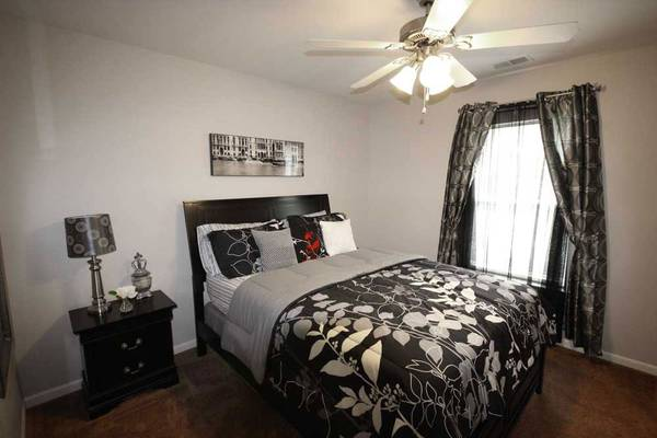 Photo A cozy place for you and your pets to call home. Pet friendly (Michigan City)