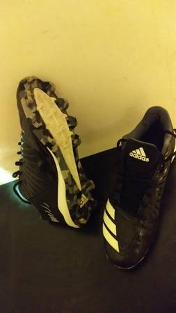 Photo Adidas Football Shoes size 9 - $25 (Elkhart)