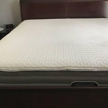 Photo Beautyrest king mattress - $300 (South Bend)