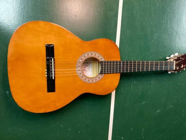 Photo Broken Guitar - $20 (Sugar Grove)