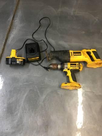 Photo Dewalt 18 volt Set Drill Sawzall - $125 (Goshen)