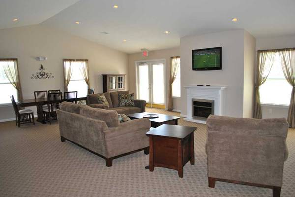 Photo Everything you want and MORE 1225 sq ft 3 bed, 2 bath available (Michigan City)