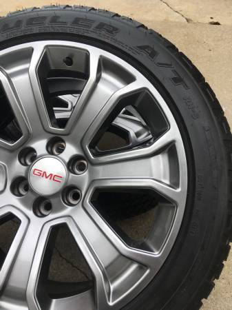 Photo GM Accessories Wheels and Tires , OEM Borla Exhaust and Running Boards - $400 (New Carlisle)