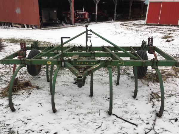 Photo John Deere chisel plow - $575 (Middlebury)