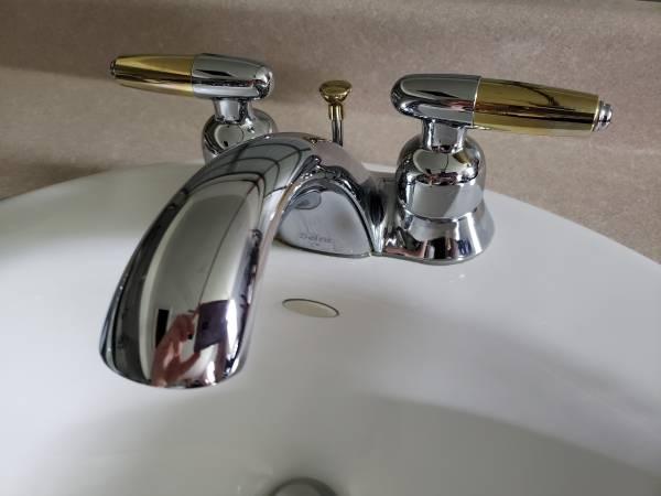 Photo Kohler White Bathroom Sink  Delta Faucet Set  Optional Countertop - $40 (Granger)