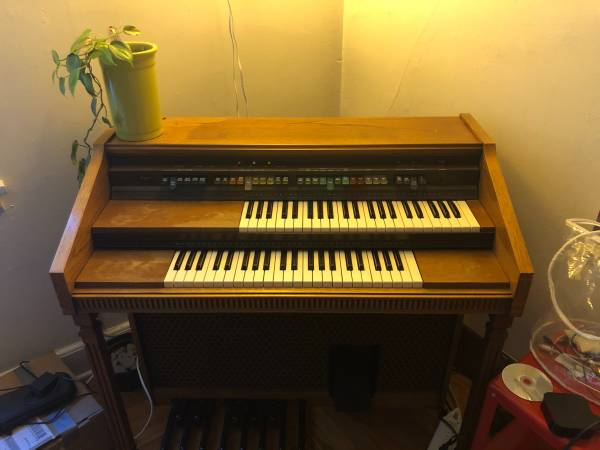 Photo Lowrey Pageant Organ - $60 (South Bend)