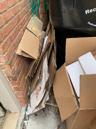 Photo Moving supplies - boxes, bubblewrap, furniture pads (Granger)