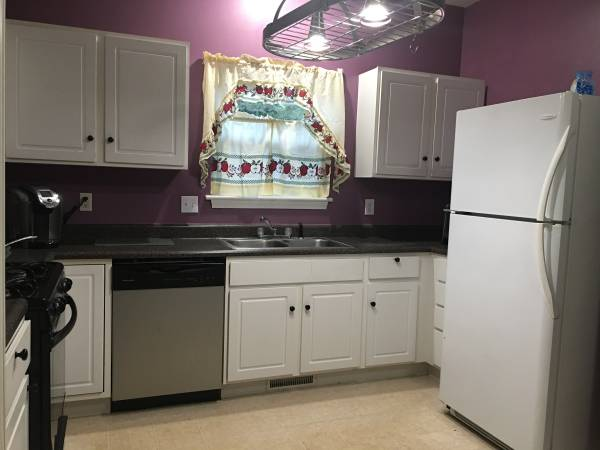 Photo One Room in Safe Neighborhood (near Notre Dame) (Cross Creek Dr, South Bend)