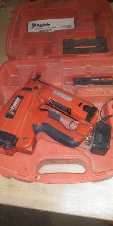 Photo Paslode Angled Finish Nail Gun Cordless - $150 (Plymouth,IN)