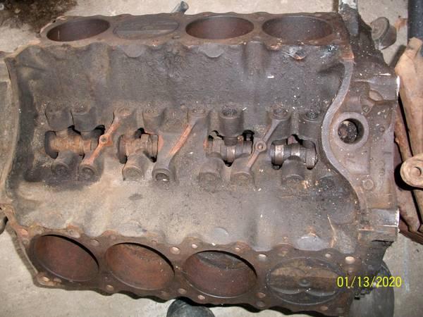 Photo Pontiac engine and heads - $250 (MILFORD)