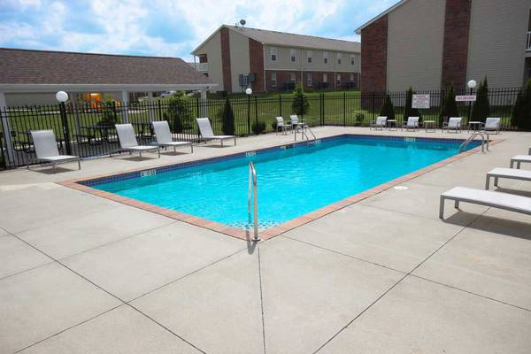Photo Rent a 818 sqft 1 bed  1 bath with washer  dryer (Michigan City)
