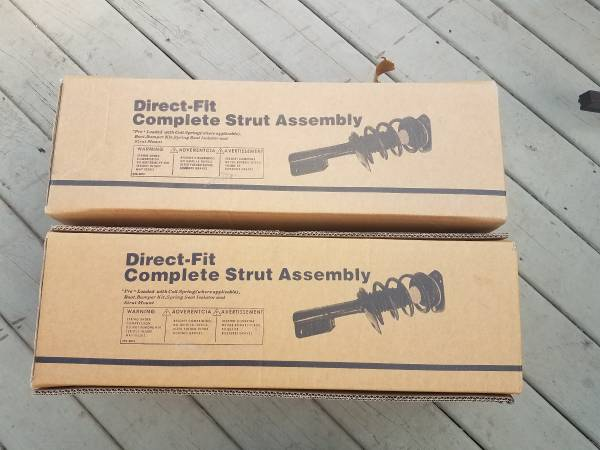 Photo STRUTS FOR MAZDA 3 OR 5 - $130