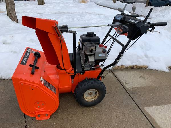 Photo Snow Blower ARIENS DELUXE 28quotclearing 250cc Dual Belt Drive 1-owner - $790 (South Bend)
