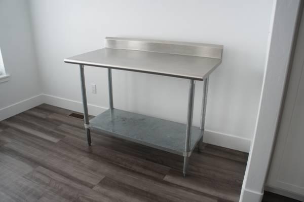 Photo Stainless Steel Table - 24quot Deep, 48quot Wide - Adjustable Legs - $150 (Bremen)