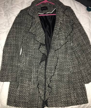 Photo White House Black Market coat - $35 (North Liberty)
