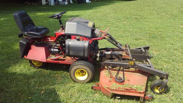 Photo Yazoo 20HP zero turn mower with new style 72quot deck and extra parts - $2000 (Granger)