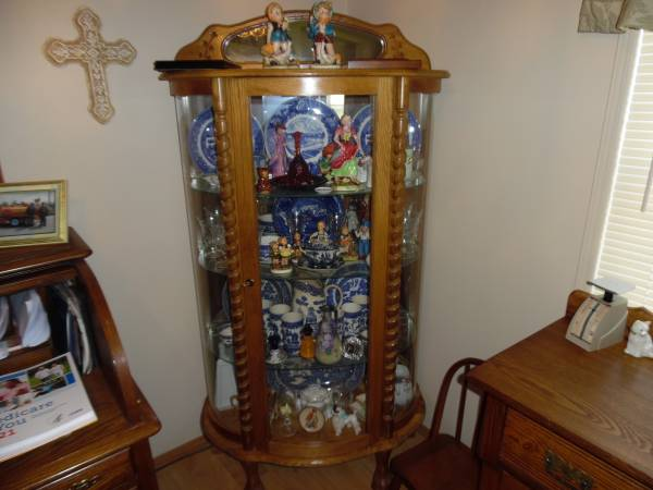Photo bow front china cabinet - $75 (elkhart)