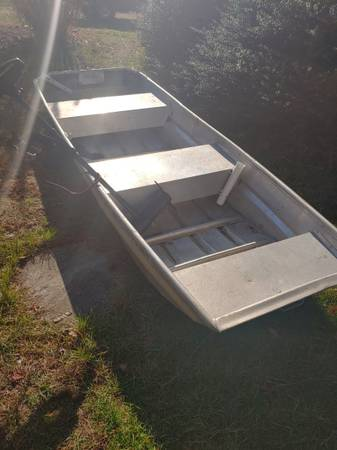 Photo 10 ft Jon boat with troll motor - $650 (North dartmouth)