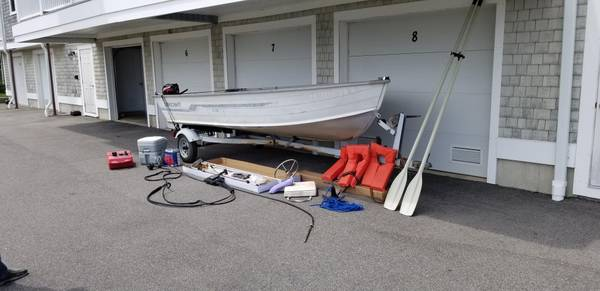 Photo 14 ft Starcraft Aluminum Boat w motor and trailer - $2,400 (South Dartmouth)