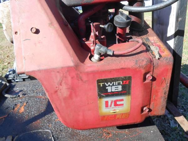 Photo 18 hp briggs  stratton motor - $100 (NORTH DARTMOUTH)