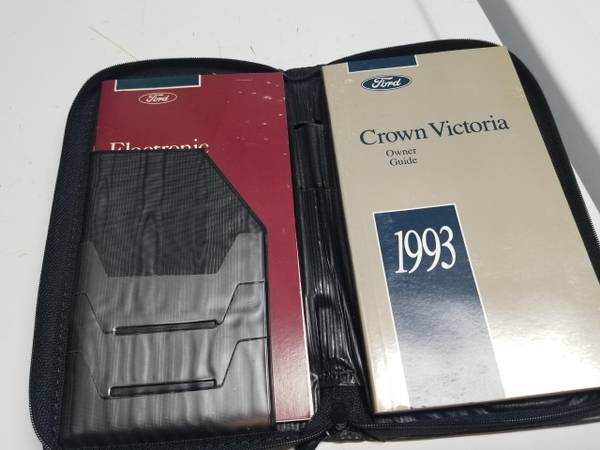 Photo 1993 Crown Vic owners manual (Attleboro)