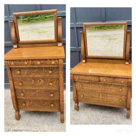 Photo 2 Matching Antique Tiger Oak Bedroom Dressers - $1,000 (East wareham)