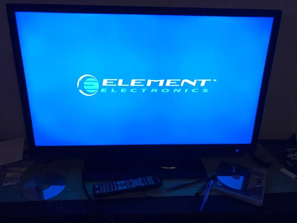 Photo 32in element tv - $50 (New Bedford)