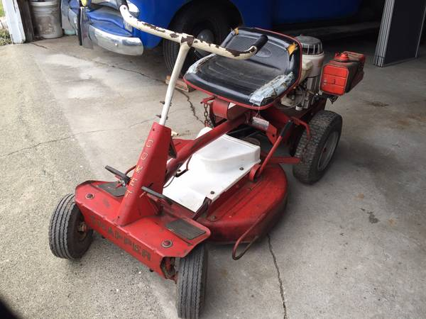 Photo Antique Snapper Comet Riding Mower - $200 (Fairhaven)