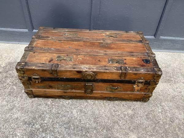 Photo Antique Steamer Storage Chest Trunk - $125 (East wareham)