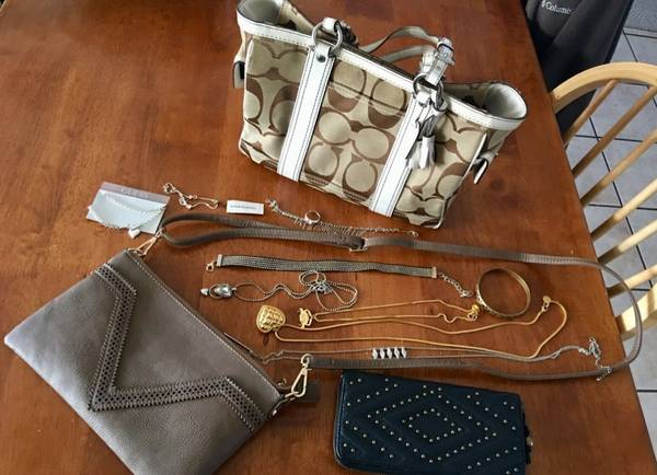 Photo Authentic Coach bag,extra bag, wallet  jewelry - $50 (New Bedford)
