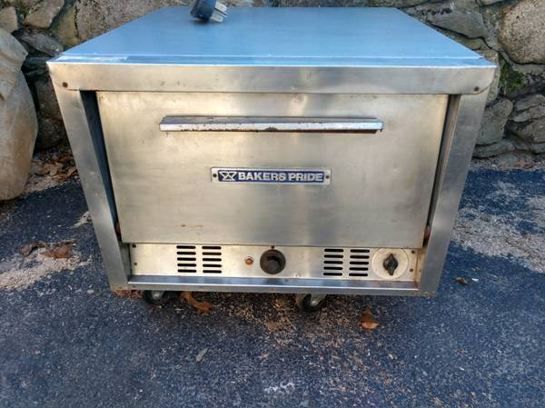 Photo Bakers Pride Electric 2 Deck Pizza Oven - $395 (Plymouth)