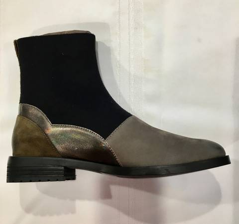Photo Brand New Women39s Boots, Size 9, Sand, Black, Chagne Color - $22 (Mansfield)