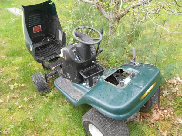 Photo CRAFTSMAN TRACTOR FOR PARTS - $75 (Rochester)