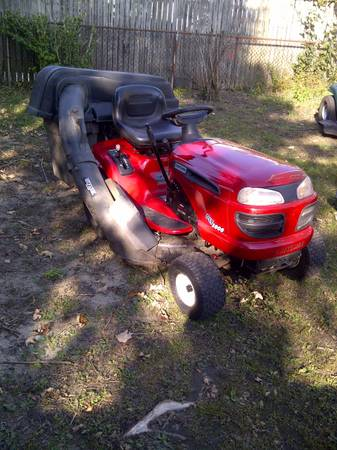 Photo Craftsman Lawn Tractor WTriple Bagger - $475 (Fall River)