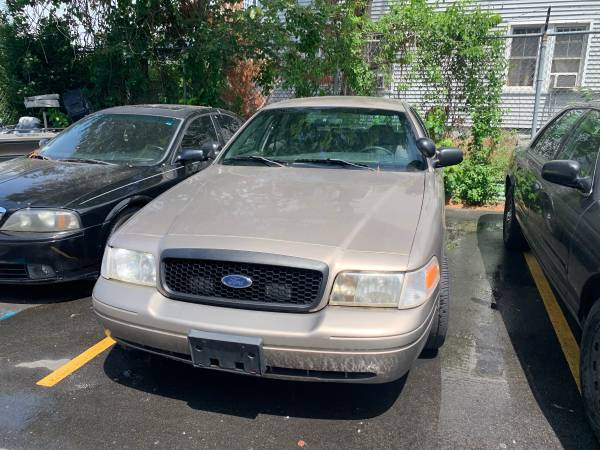 Photo Crown Victoria - $2,900 (New Bedford)