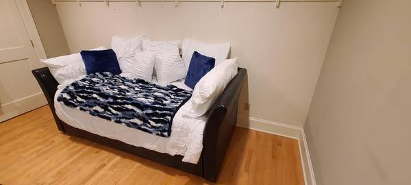 Photo Day bed with mattress and ottoman - $400 (Somerset)
