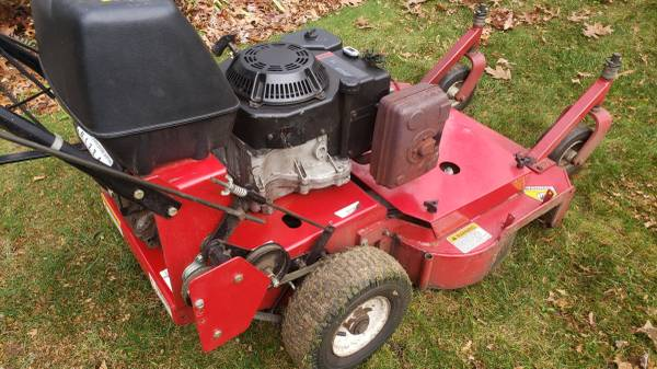 Photo Exmark Metro 32quot Commercial Mower - $1,000 (Attleboro Falls)