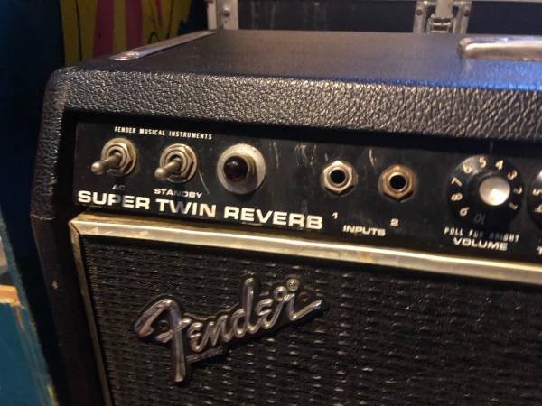 Photo Fender super twin reverb tube  - $700 (CANTON)