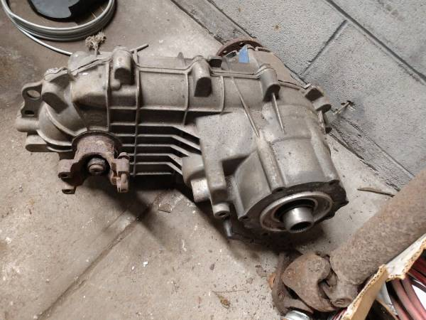 Photo Ford F series 1356 Transfer case 85-97 - $100 (NEW BEDFORD)