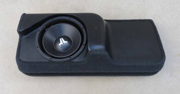 Photo JL AUDIO STEALTHBOX FACTORY SUBWOOFER FOR CHEVY SILVERADO - $350 (New Bedford)