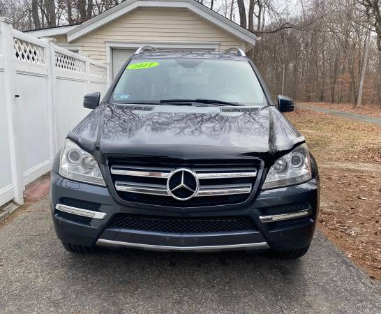 Photo Like new Mercedes Benz GL450 4 mastic - $12,900 (Fall River)