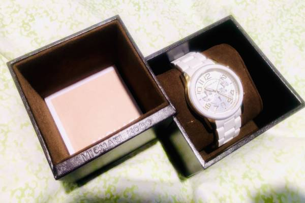 Photo NEW IN BOX Michael Kors Watch - Womens White  Gold - $70 (Falmouth)