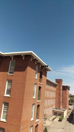 Photo RENT-FREE loft apartment wlive-in job (The Lofts at Wamsutta Place, New Bedford)