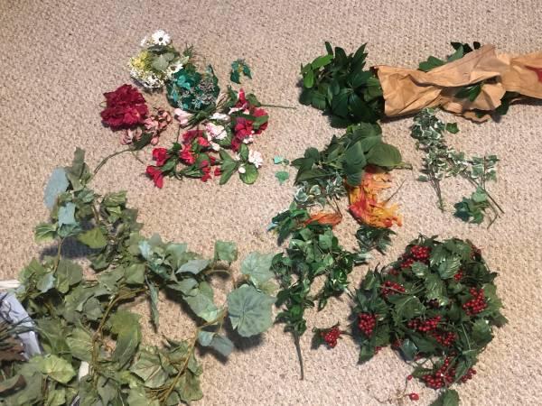Photo Silkplastic flowers and ivy (East Taunton)