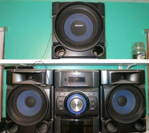 Photo Sony Stereo System Receiver Speakers Subwoofer MHC-EC909iP - $125 (middleboro)