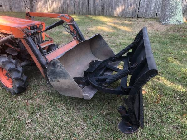 Photo Tractor snow plow attachment - $425 (Charlestown)