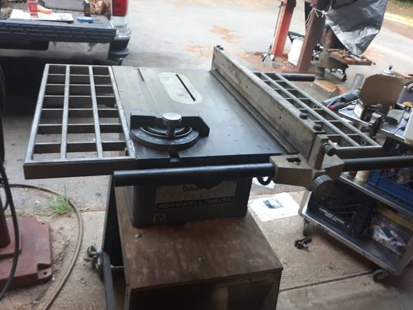 Photo Vintage Delta Rockwell Table Saw - $100 (Carver)